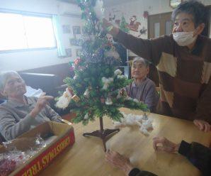 クリスマスツリーの飾りつけ♪陽だまりの家